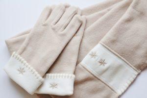 手袋とマフラー